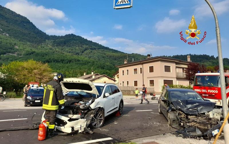 Vigili del Fuoco – Sedico Loc. Peron (BL), scontro frontale tra due auto: 4 feriti fortunatamente non gravi