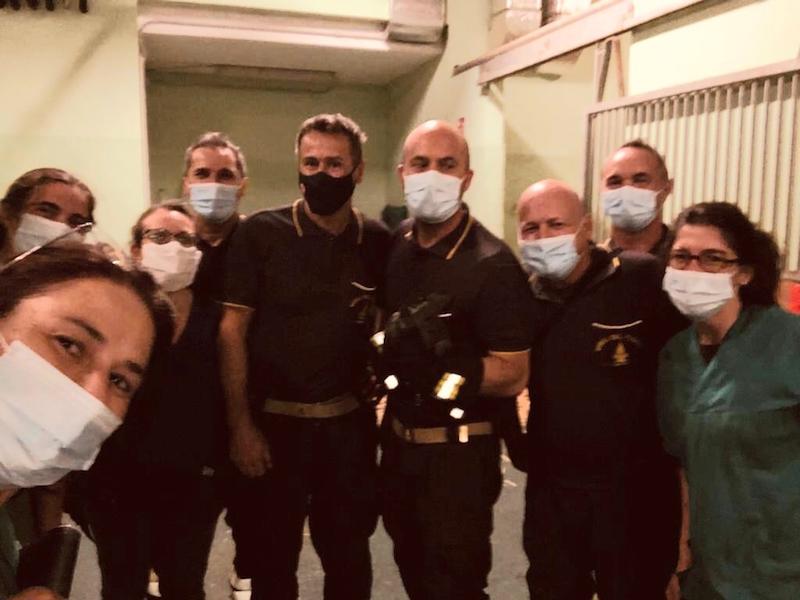 Vigili del Fuoco – Legnaro Loc. Ospedale Universitario Veterinario Agripolis (PD), Liberata una cavalla gravida incastratasi nel box: Fattrice e puledrino stanno bene