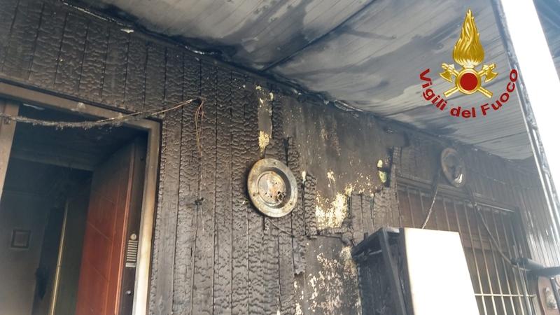 Vigili del Fuoco – Vicenza, Incendio della veranda di un'abitazione: Ustionato il proprietario e salvato il suo cane