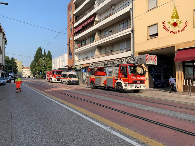 Vigili del Fuoco – Padova, Incendio appartamento mansardato in Via Tiziano Aspetti: Due persone ospedalizzate