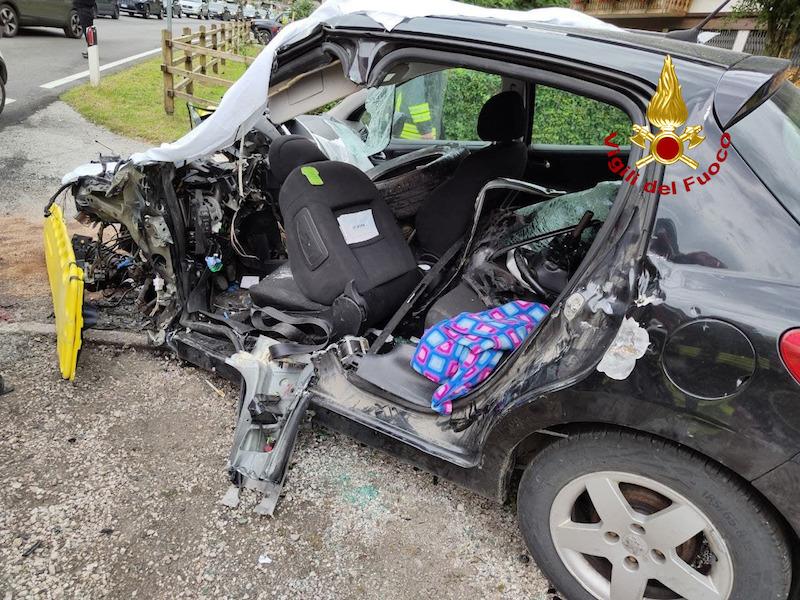 """Vigili del Fuoco – Caprile (BL), Tragico incidente tra un auto ed un furgoncino lungo la SR203 """"Agordina"""": Deceduta sul colpo la conducente 47enne dell'utilitaria"""