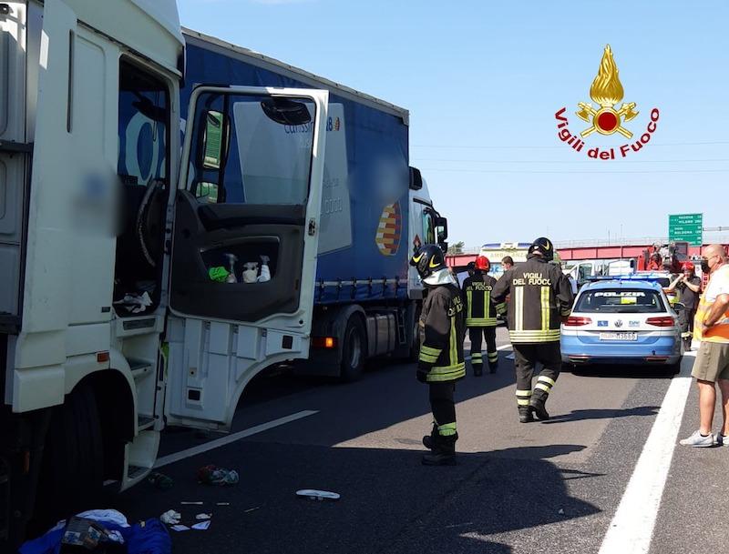 Vigili del Fuoco – Autostrada A4 Loc. Arino (VE), Incidente fra 3 camion: Ferito uno dei conducenti
