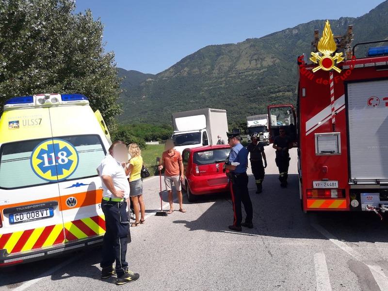 Vigili del Fuoco – Cogollo del Cengio (VI), Scontro tra un'auto e un mezzo pesante in Via dell'Artigianato: Ferita una donna 76enne
