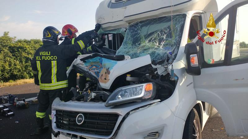 Vigili del Fuoco – Cessalto (VE), Camper tampona camion in A4: Gravemente ferita una donna