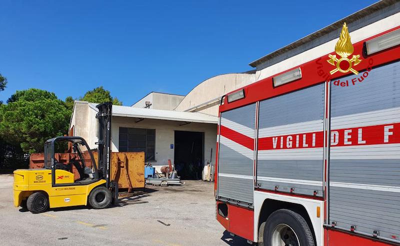 Vigili del Fuoco – Selvazzano Dentro (PD), Grave incidente sul lavoro: Operaio parzialmente schiacciato sotto un macchinario alla ditta Ferrau