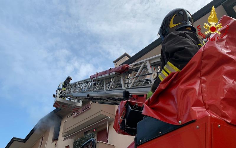 Vigili del Fuoco – Cadoneghe (PD), Incendio appartamento al terzo piano di una palazzina