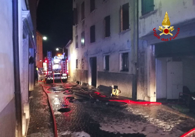 Vigili del Fuoco – Belluno, Incendio appartamento al primo piano di un appartamento di una palazzina: 12 persone evacuate