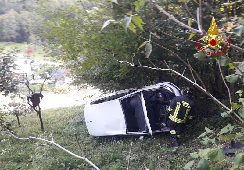 Vigili del Fuoco – Valli del Pasubio (VI), Auto precipita in una scarpata in Via Sega: Ferita la conducente